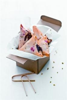 Samoussas aux framboises, chocolat et pistache
