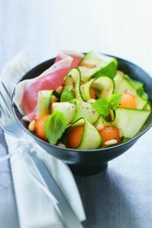 Tagliatelles de courgettes crues aux billes de melon