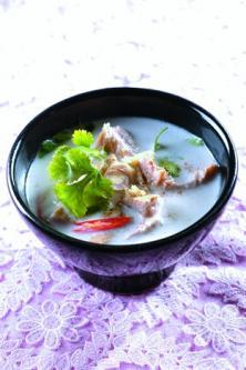 Soupe au porc et au lait de coco