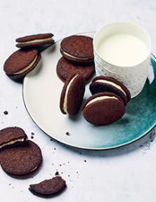 Biscuits chocolatés fourrés à la vanille