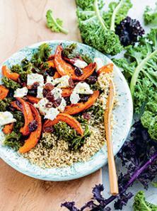 Courge confite aux raisins secs, chou kale et quinoa