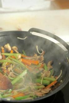 Comment poêler au wok ?