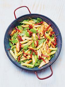 Salade de pâtes, poulet et roquette