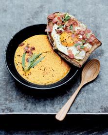 Tartines d'œuf au plat et bacon fumé