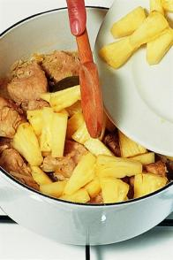 Cochon sauté à l'ananas et au gingembre