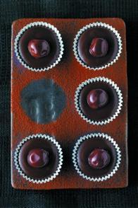 Caissettes chocolat, caramel et cerises à l'eau-de-vie