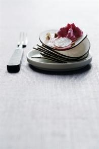 Carpaccio de radis noir & mousse à la betterave