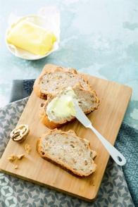 Le pain aux noix et au beurre