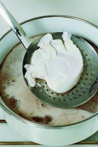 Œufs pochés sauce crevette
