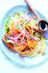 Salade de crudités et céréales, vinaigrette asiatique