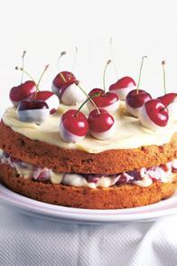 Gâteau aux cerises et au chocolat blanc