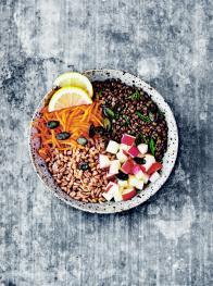 Buddha bowl de lentilles, carotte et pomme