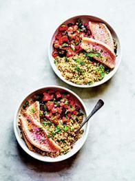 Buddha bowl au rouget, boulgour et tomates