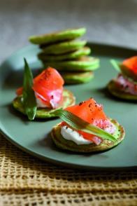 Blinis tout verts au saumon fumé et au fromage