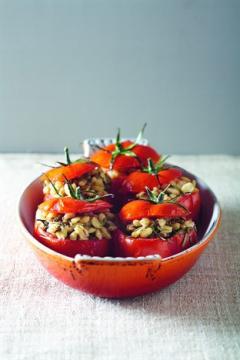 Tomates farcies au blé et au romarin