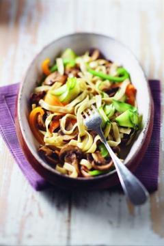 Tagliatelles au lin et de légumes aux champignons
