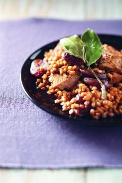 Tajine d'orge perlé au cochon et aux abricots secs