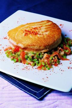 Tournedos de thon mi-cuit en piperade de légumes