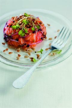 Tartare de saumon au pamplemousse et au sésame