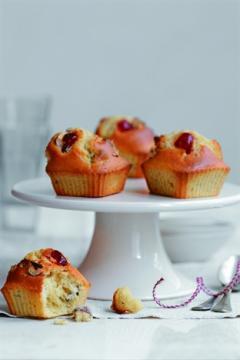 Muffins aux cerises confites et aux noisettes