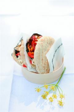 Pitas aux légumes grillés et feta