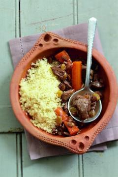 Couscous d'agneau confit aux carottes et aux raisins