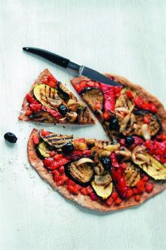 Pizza fine aux légumes grillés