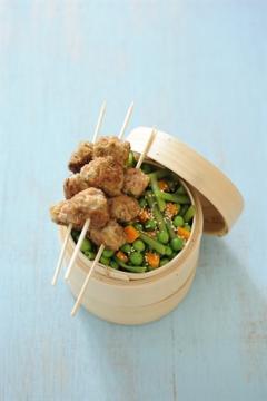 Boulettes de veau au son d'avoine et légumes verts à la vapeur