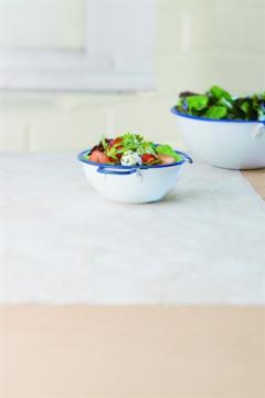 Jeunes pousses de salade aux fraises et chèvre frais
