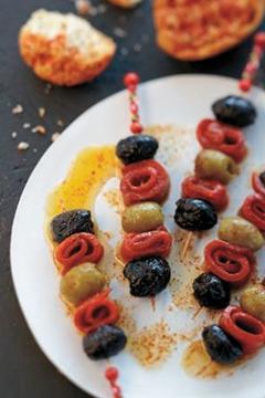 Banderillas d�olives et poivrons grillés au pimenton