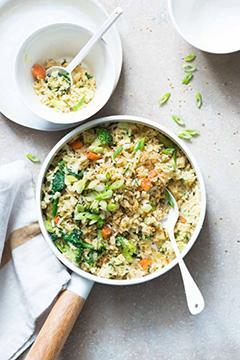 Fried rice aux œufs et aux légumes