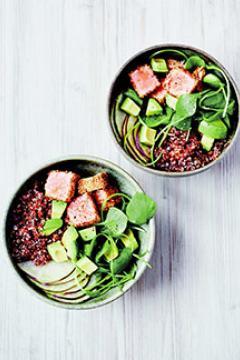 Buddha bowl de saumon mi-cuit, avocat et quinoa