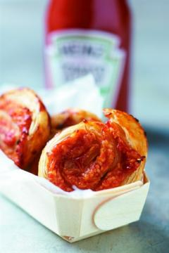 Escargots feuilletés au ketchup et à l'emmental