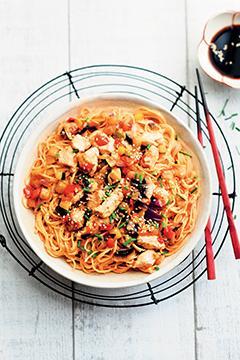 Nouilles sautées au poulet à la chinoise