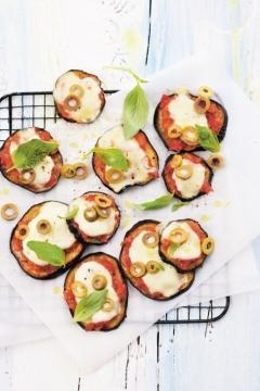Pizzettas d'aubergine, tomate et mozzarella