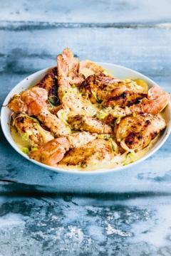 Suprêmes de poulet, langoustines et crème de safran
