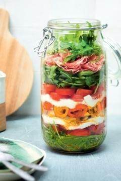 Salade de légumes du soleil à la mozzarella