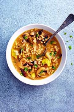 Soupe à l'orge, poireaux et champignons
