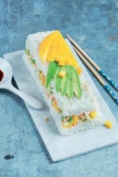 Sushi cake mangue et surimi