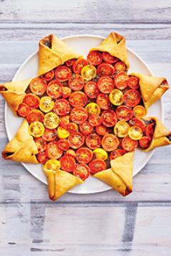 Tarte étoile, tomates et tapenade